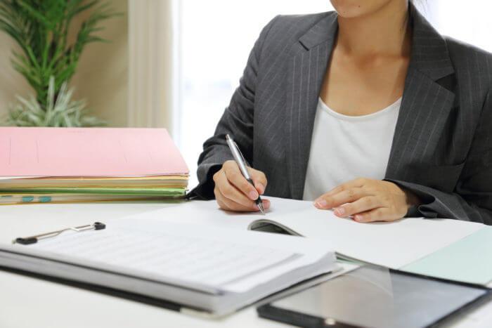 金融業の女性のイメージ